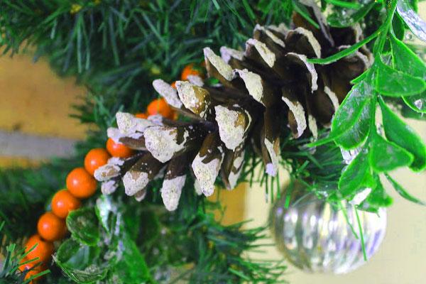 Новогодние шишки для декорирования дома