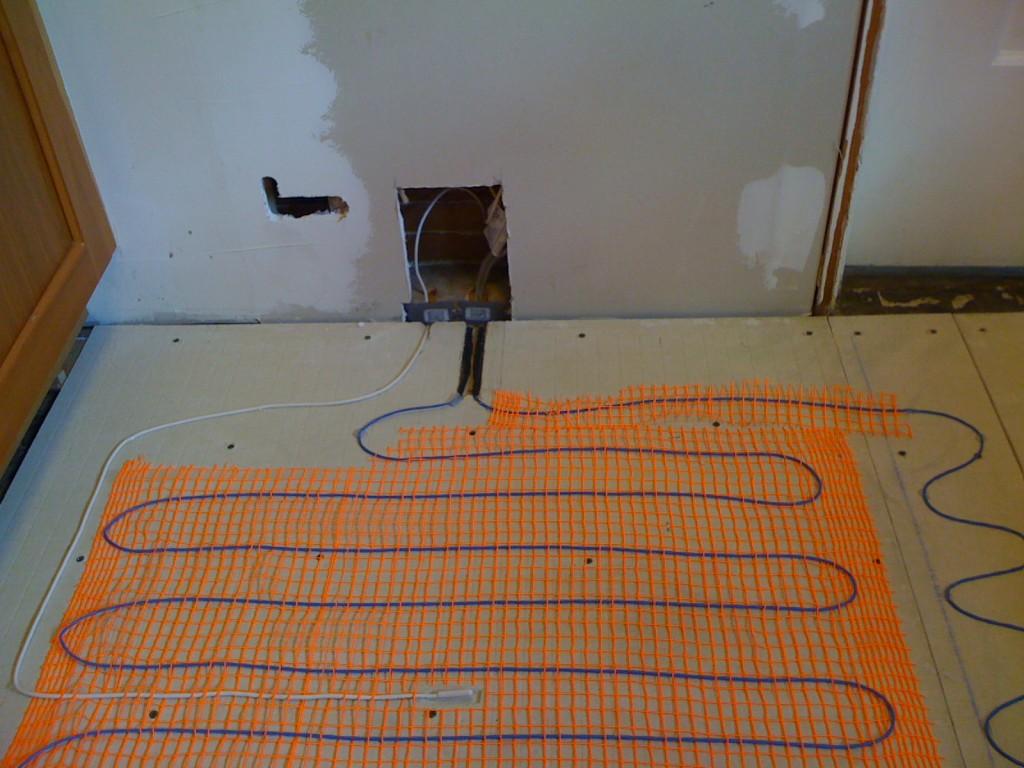 Устанавливаем теплый пол правильно под напольную плитку