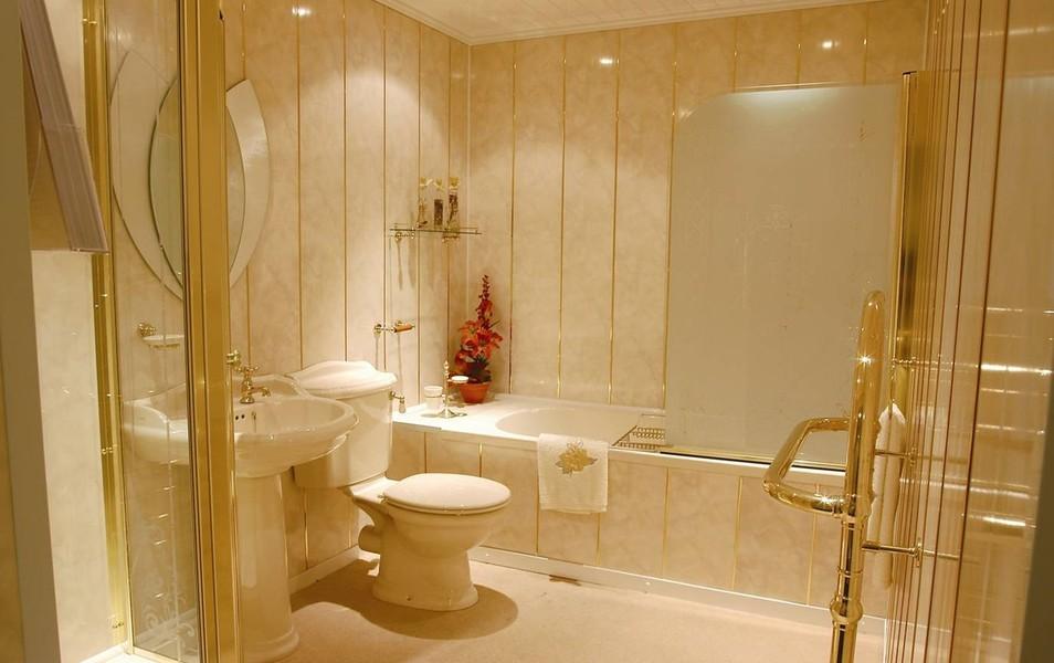 Туалет из стеновых панелей