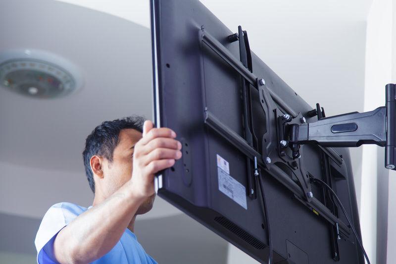 Как повесить телевизор: инструкция для самостоятельной работы